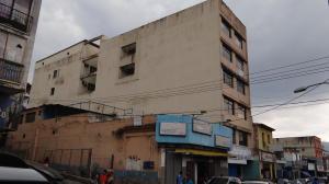 Edificio En Ventaen Los Teques, Municipio Guaicaipuro, Venezuela, VE RAH: 18-9649