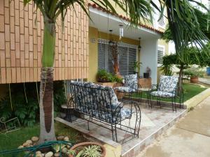 Townhouse En Ventaen Maracaibo, Avenida Milagro Norte, Venezuela, VE RAH: 18-9676