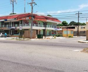 Local Comercial En Alquileren Maracaibo, Avenida Milagro Norte, Venezuela, VE RAH: 18-9698