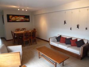 Apartamento En Ventaen Maracaibo, Valle Claro, Venezuela, VE RAH: 18-9885