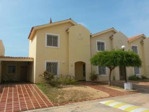 Townhouse En Ventaen Maracaibo, El Milagro Norte, Venezuela, VE RAH: 18-9499