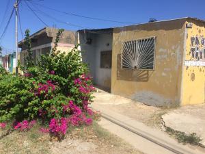 Casa En Ventaen Punto Fijo, Antiguo Aeropuerto, Venezuela, VE RAH: 18-10208