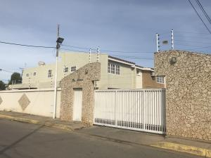 Townhouse En Alquileren Ciudad Ojeda, Las Morochas, Venezuela, VE RAH: 18-10232