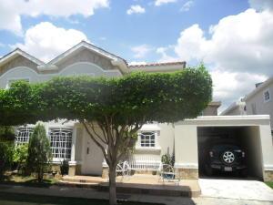 Townhouse En Ventaen Maracaibo, Lago Mar Beach, Venezuela, VE RAH: 18-10288