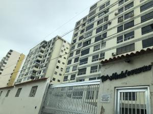 Apartamento En Ventaen La Guaira, Sector Las Quince Letras, Venezuela, VE RAH: 18-10325