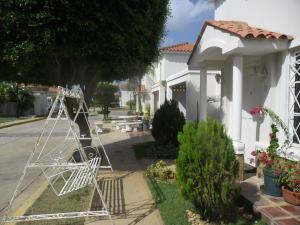 Townhouse En Ventaen Maracaibo, Lago Mar Beach, Venezuela, VE RAH: 18-10383