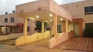 Townhouse En Ventaen Maracaibo, Via La Concepcion, Venezuela, VE RAH: 18-10387