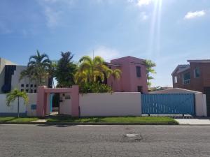 Casa En Ventaen Higuerote, Puerto Encantado, Venezuela, VE RAH: 18-10401