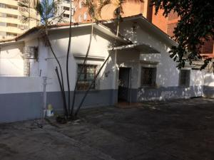 Local Comercial En Ventaen Caracas, El Rosal, Venezuela, VE RAH: 18-10537
