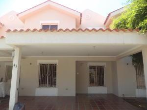 Townhouse En Ventaen Maracaibo, Avenida Goajira, Venezuela, VE RAH: 18-10771