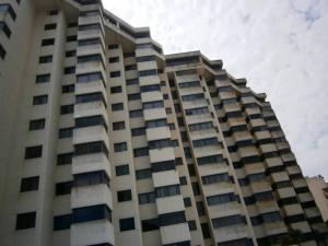 Apartamento En Ventaen Catia La Mar, Playa Grande, Venezuela, VE RAH: 18-10909