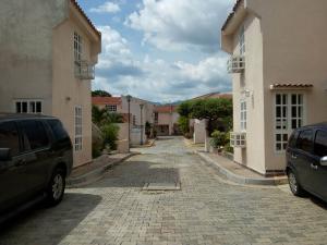 Townhouse En Ventaen Municipio Naguanagua, Maã±Ongo, Venezuela, VE RAH: 18-11086