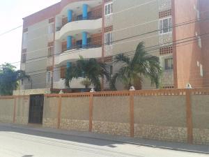 Apartamento En Alquileren Maracaibo, Avenida Goajira, Venezuela, VE RAH: 18-11127