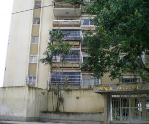 Apartamento En Ventaen Maracay, Barrio Sucre, Venezuela, VE RAH: 18-11226