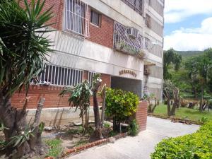 Apartamento En Ventaen La Victoria, Las Mercedes, Venezuela, VE RAH: 18-11234