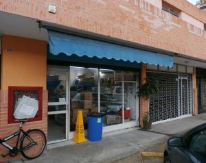 Local Comercial En Ventaen Valencia, Las Chimeneas, Venezuela, VE RAH: 18-11513
