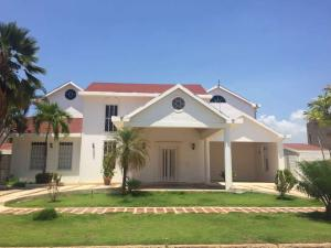 Casa En Ventaen Lecheria, Las Villas, Venezuela, VE RAH: 18-11558