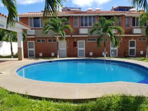 Townhouse En Ventaen Higuerote, La Costanera, Venezuela, VE RAH: 18-11866
