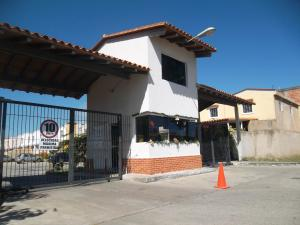 Townhouse En Ventaen Valencia, Flor Amarillo, Venezuela, VE RAH: 18-12136