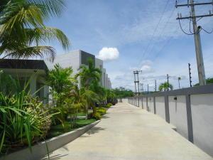 Townhouse En Ventaen Higuerote, Puerto Encantado, Venezuela, VE RAH: 18-12133