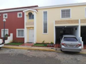 Townhouse En Ventaen Maracaibo, Cumbres De Maracaibo, Venezuela, VE RAH: 18-12265
