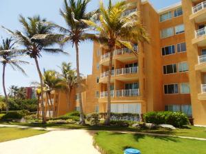 Apartamento En Ventaen Margarita, Playa Parguito, Venezuela, VE RAH: 18-12339
