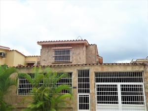 Apartamento En Ventaen Valencia, Trigal Norte, Venezuela, VE RAH: 18-12655