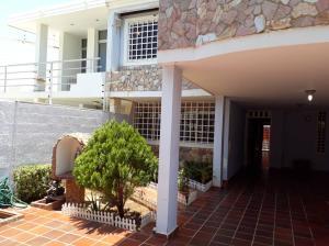 Townhouse En Ventaen Maracaibo, Lago Mar Beach, Venezuela, VE RAH: 18-12800