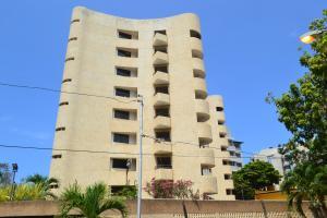 Apartamento En Ventaen Catia La Mar, Playa Grande, Venezuela, VE RAH: 18-13044