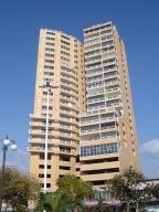 Apartamento En Ventaen Puerto La Cruz, Puerto La Cruz, Venezuela, VE RAH: 18-12905