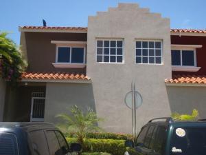 Townhouse En Ventaen Higuerote, Puerto Encantado, Venezuela, VE RAH: 18-13067