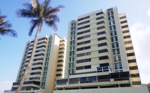 Apartamento En Ventaen Catia La Mar, Playa Grande, Venezuela, VE RAH: 18-13168
