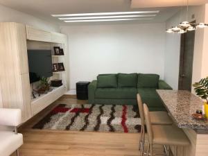 Apartamento En Ventaen Maracaibo, Pueblo Nuevo, Venezuela, VE RAH: 18-13228