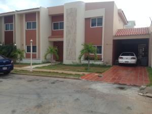 Townhouse En Ventaen Maracaibo, Avenida Milagro Norte, Venezuela, VE RAH: 18-13302