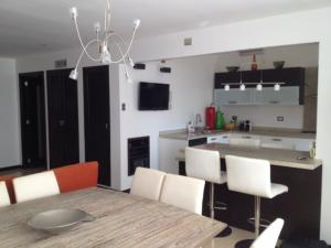 Apartamento En Ventaen Maracaibo, La Lago, Venezuela, VE RAH: 18-13415