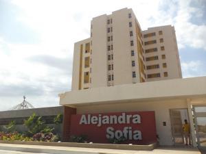 Apartamento En Ventaen Maracaibo, Avenida Goajira, Venezuela, VE RAH: 18-13914