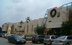 Local Comercial En Ventaen Maracaibo, Avenida Delicias Norte, Venezuela, VE RAH: 18-13519