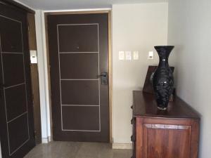 Apartamento En Ventaen Maracaibo, La Lago, Venezuela, VE RAH: 18-13522