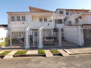 Casa En Ventaen Valencia, Trigal Norte, Venezuela, VE RAH: 18-13909