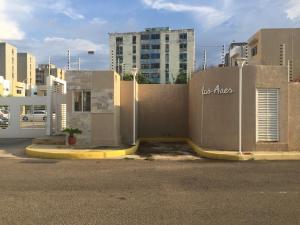 Townhouse En Alquileren Maracaibo, Avenida Goajira, Venezuela, VE RAH: 18-13935