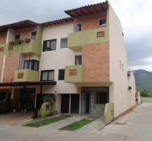 Townhouse En Ventaen Municipio Naguanagua, Barbula, Venezuela, VE RAH: 18-13944