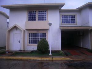 Townhouse En Ventaen Maracaibo, Lago Mar Beach, Venezuela, VE RAH: 18-14302