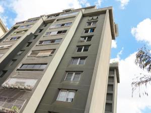 Apartamento En Ventaen Caracas, Los Palos Grandes, Venezuela, VE RAH: 18-14239