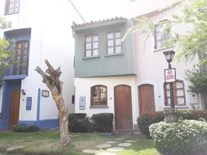 Casa En Ventaen Puerto La Cruz, Complejo Turistico El Morro, Venezuela, VE RAH: 18-14589