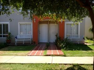 Townhouse En Ventaen Maracaibo, Via La Concepcion, Venezuela, VE RAH: 18-14986