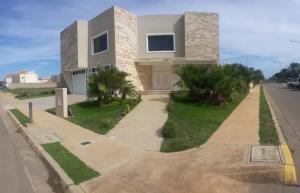 Casa En Ventaen Punto Fijo, Terrazas Club De Golf, Venezuela, VE RAH: 18-14937