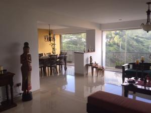 Apartamento En Ventaen Caracas, Los Naranjos Del Cafetal, Venezuela, VE RAH: 18-12304