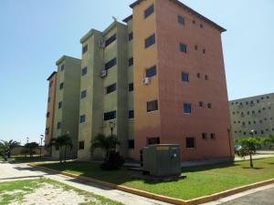 Apartamento En Ventaen Municipio Los Guayos, Paraparal, Venezuela, VE RAH: 18-15453