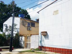 Apartamento En Ventaen Maracay, Paraparal, Venezuela, VE RAH: 18-15497