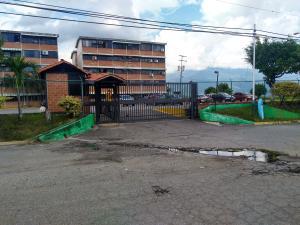 Apartamento En Ventaen Guarenas, Ciudad Casarapa, Venezuela, VE RAH: 18-15728
